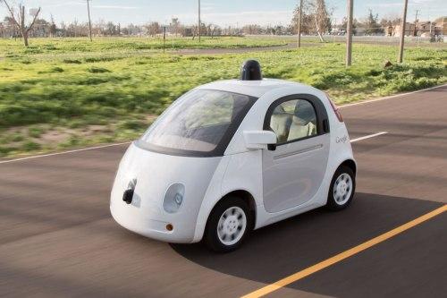 Photo de la Google Car dont le système de pilotage a été reconnu comme conducteur