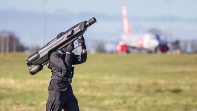 Skywall 100 : Le bazooka anti-drone civil qui nettoie le ciel