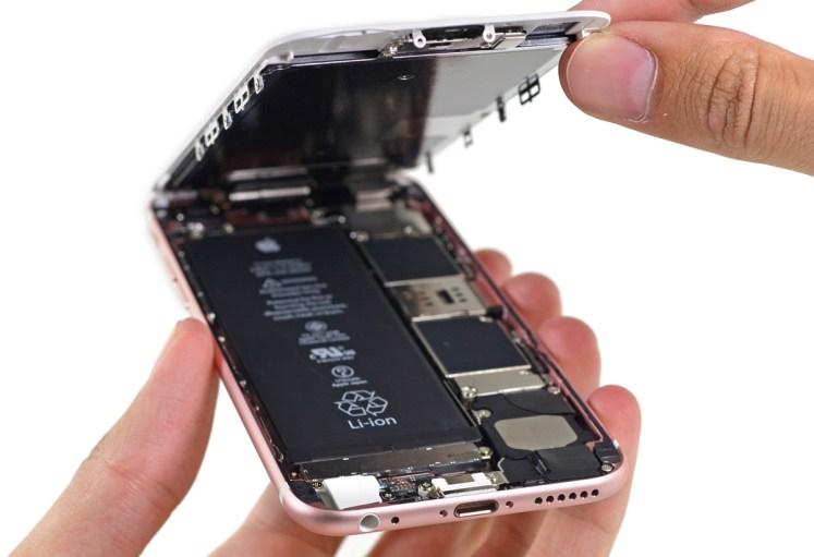 iPhone ouvert afin de voir ses composants