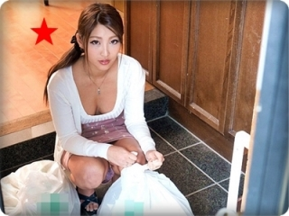 【◆無修正◆・百田えみり】ノーブラで朝ゴミ出しする遊び好きな色っぽい奥さん