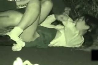 【閲覧注意覗き見】これって本物レ〇プ!?夜道に襲われて犯されてしまうJKの衝撃映像