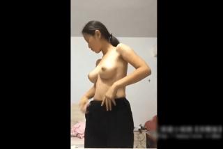 【◆無修正◆ライブチャット】いい意味で裏切られた!!!!地味な顔立ちの中国人女性が素っ裸オナニー