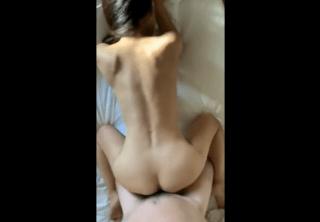 【無修正個人撮影】美背中の女性を後背位でハメている映像とアへ声だけで抜けちゃう件