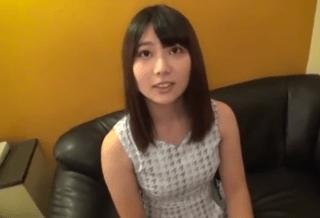 【素人ハメ撮り】22歳の激カワ小娘が彼氏には秘密で寝取られSEX