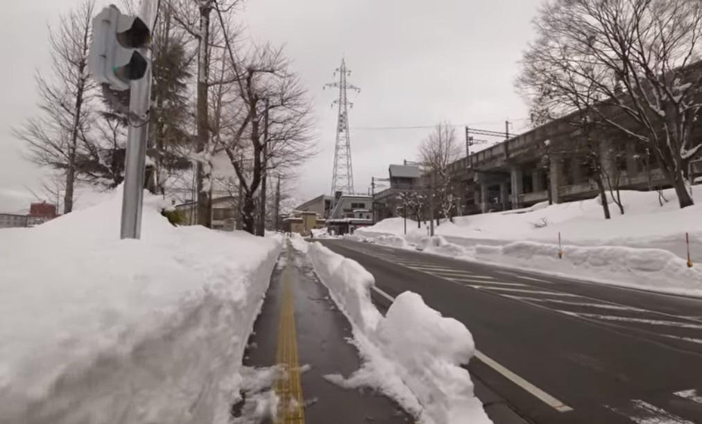 海外「スウェーデンよりも雪が多い!」 新潟県湯沢町の積雪ってこんなに凄いの?映像観てるだけで寒く ...