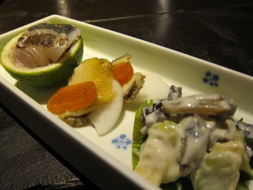 サゴシの炙りカボス釜、蒸し鮑からすみ大根、笹かまぼことチーズなどの白和え