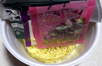 5/14発売 凄麺 THE・汁なし担担麺(内容物)
