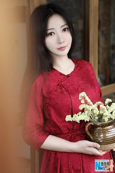 【中國】美人キャスター「柳巖(リウ・イェン)」さんのドレス姿 - エンタメ