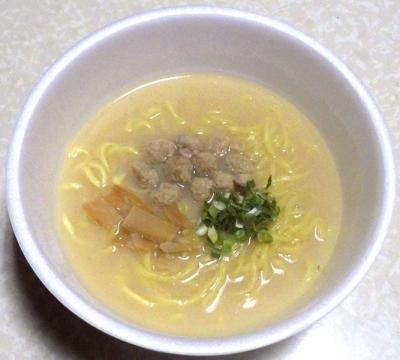 11/5発売 マルちゃん 正麺 カップ トリュフ香る鶏白湯(できあがり)