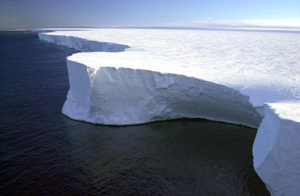 iceberg-79389_960_720.jpg