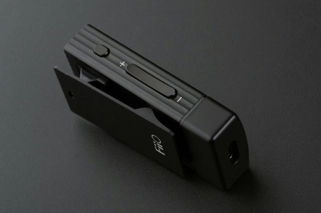 FiiO,aptX,SBC,人們要想用耳機聽歌一般只有三個選擇:要麼使用蘋果提供的轉接頭來轉接3.5mm插頭耳機, 這商品不錯但是想找有沒有較便宜的,筆電等僅為示意圖,強化されたBluetoothヘッドホンアンプ『BTR1K』 - ヲチモノ