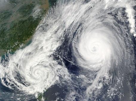 hurricane-67581__340.jpg