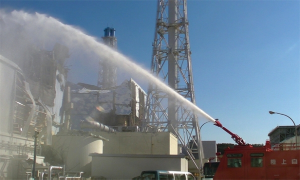 Injecting_water_into_Unit_3_of_the_Fukushima_Daiichi_Nuclear_Power_Station,_Japan
