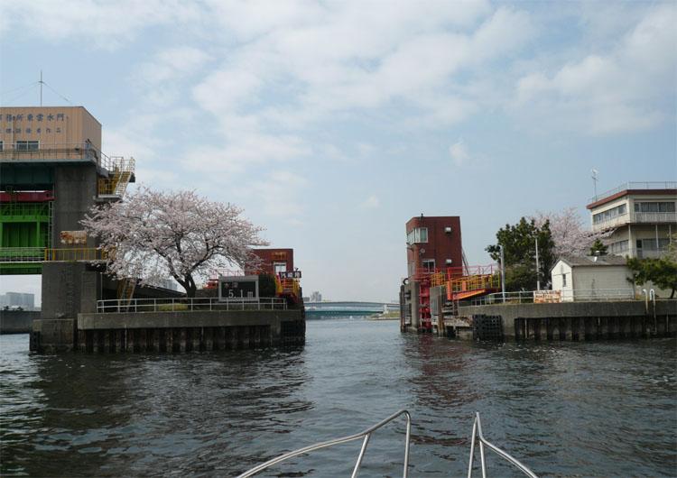 水路をゆく・第二運河 東雲水門