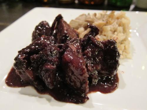 牛バラ肉の赤ワイン煮込み