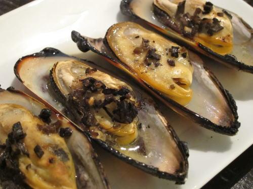 パーナ貝のトリュフバター焼き