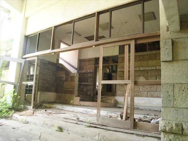 разрушенный холл