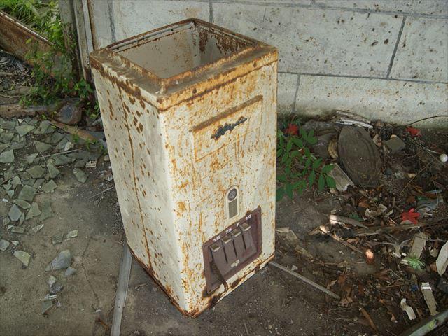 ржавая стиральная машинка