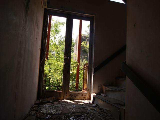 замусоренная лестница