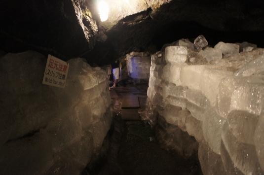 真夏にクールに洞くつ探検! 鳴沢氷穴 山梨のなう ~山梨情報ブログ~