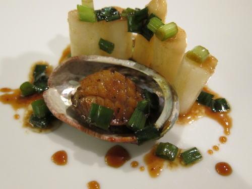 アワビとホワイトアスパラガスの可愛い前菜