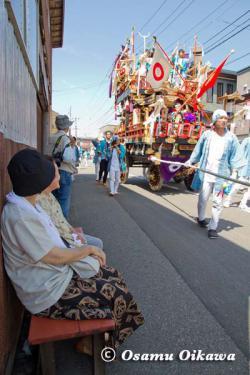 姥神大神宮渡御祭 2012 上町巡幸 山車を見る人