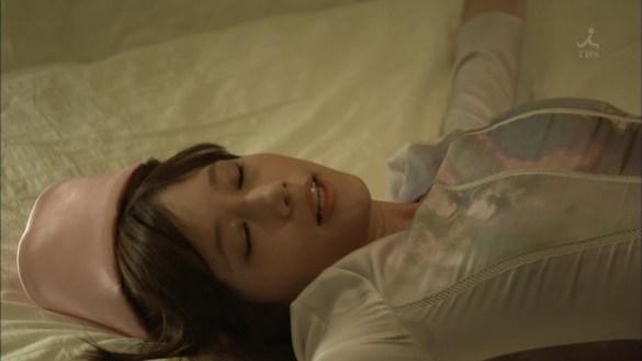 ドラマ「安堂ロイド」で衣装に染み出した本田翼のワキ汗