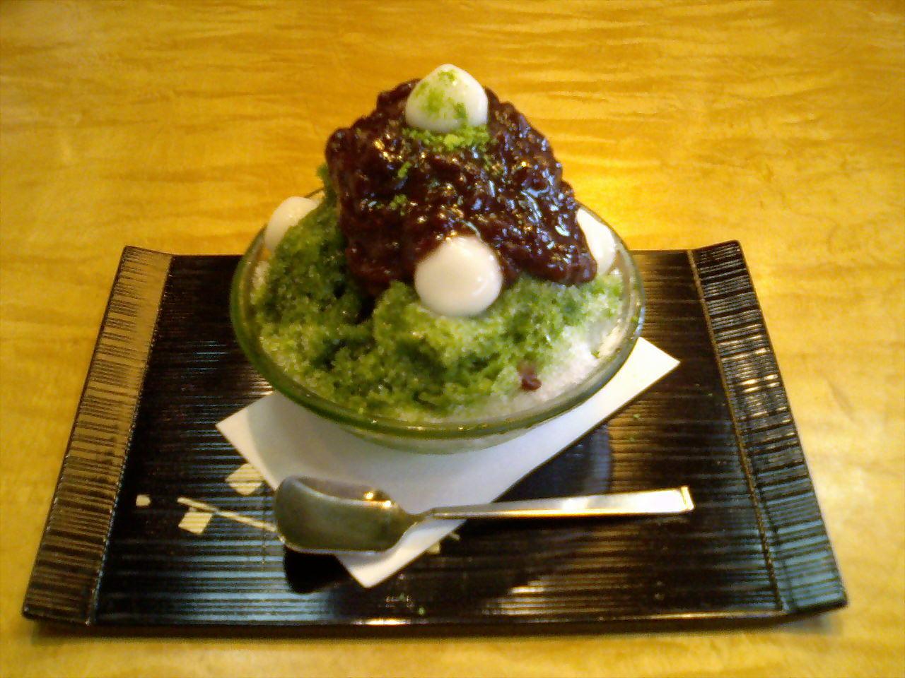 「練乳と粒あんにやられた」日本の宇治ミルク金時のかき氷が ...