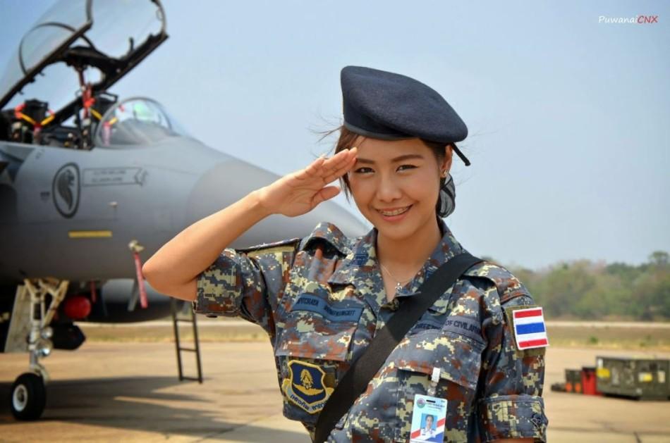 タイ空軍に可愛い女兵士がいるぞ! タイで各國空軍による合同 ...