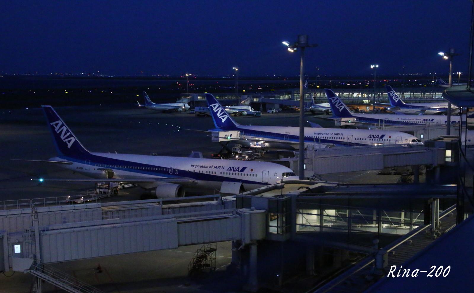 ちょこっと夜羽田 羽田・成田遠征記パート18 - 青い空と小松空港