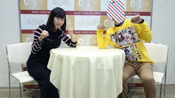 写メ会でおっぱいを机の上に乗せてる石田優美