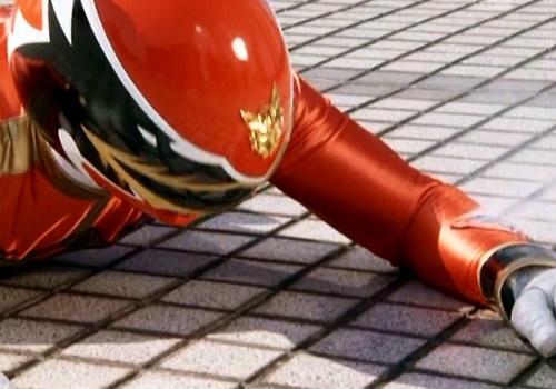 戦隊 ヒーロー ゴセイジャー ゴセイレッド やられ スーツ破壊 パワーレンジャー
