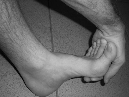 comment éviter les crampes aux orteils en natation