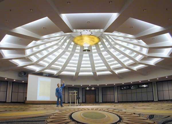 Kronleuchter Für Saal ~ Großer kronleuchter im nikko hotel in düsseldorf