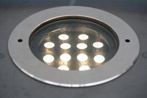 Leuchtender Corten Stahl Würfel (11)