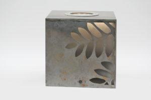 Leuchtender Corten Stahl Würfel (2)