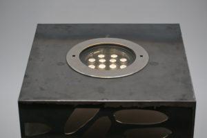 Leuchtender Corten Stahl Würfel (9)