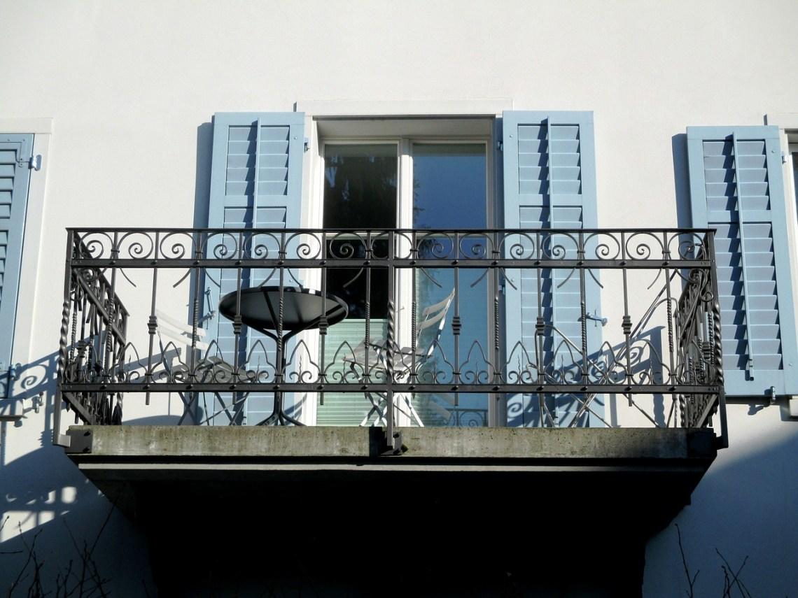 balcony-270866_1280
