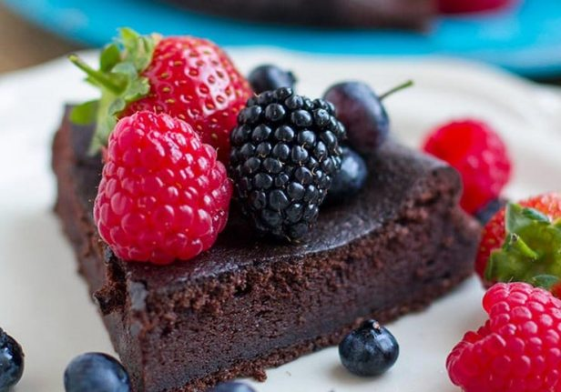 5-Ingredient-Paleo-Chocolate-Cake.jpg