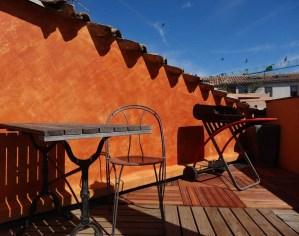 badigeon sur une terrasse