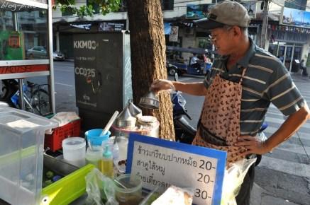 Bouffe de rue, à Bangkok.