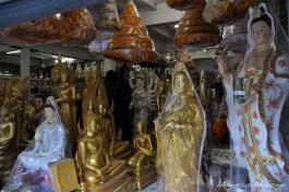 Boutique de bouddhas.