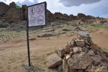 Panneaux pour les touristes à Baga gazriyn chuluu.
