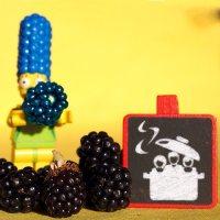 Il se murmure que Marge souhaite parfaire sa coiffure.... avec des mûres mures ;-) #mures #popote #fruits #margesimpsons