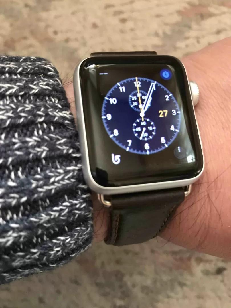 AppleWatch3をつけたしなやんの左腕の写真