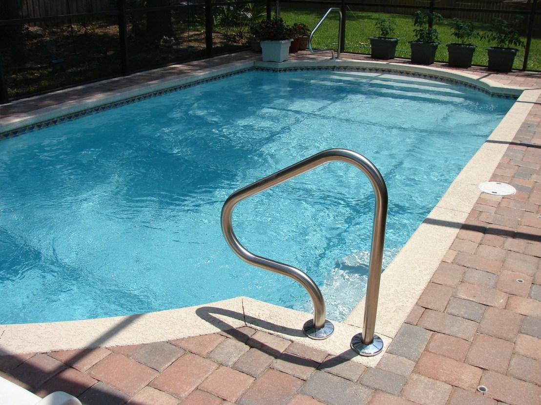 pool-317451_1280