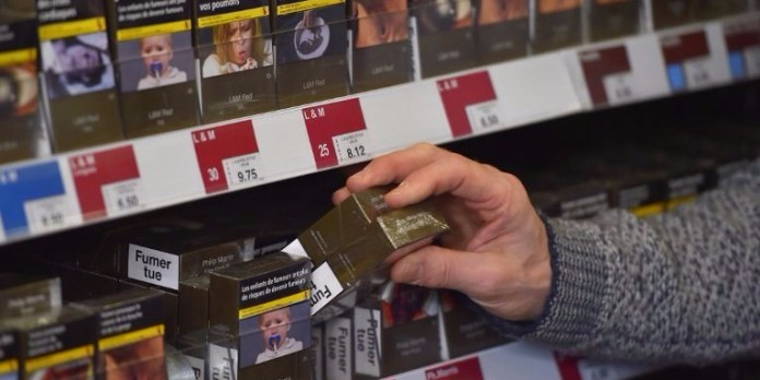 Neutral cigarette packaging fails in France