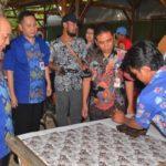 Karyawan BCA Wajib Kenakan Batik Asli Gemah Sumilir