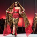 Deretan Desainer Dunia yang Berperan Kenalkan Batik