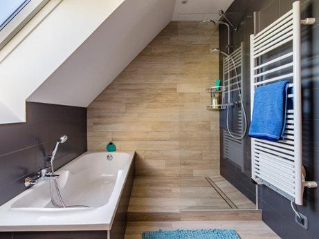 Amenager Une Salle De Bain Sous Les Combles Nos Conseils Blog 123bain Fr